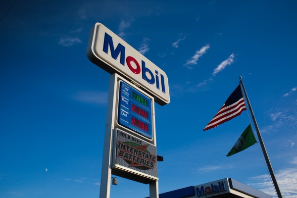 Mobil custom pylon sign with digital gas pricing LED changers and digital advertising electronic message center
